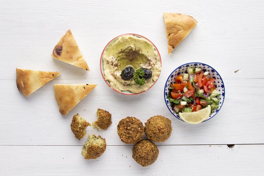 Falafel with hummus and pita bread.jpg