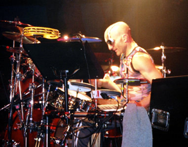 FREE!! KENNY ARONOFF HITS A DRUM HARD! ONE REASON WHY YOU LEARN TO TUNE DRUMS BY HAND/FEEL, AND EAR.