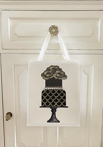 BLACK SCALLOPED TIERED CAKE