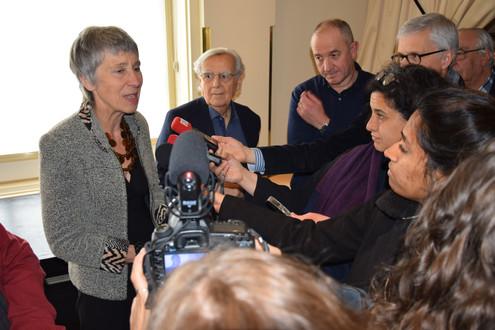 Caroline Lamarche remporte le Goncourt de la Nouvelle pour « Nous sommes à la lisière » (Gallimard) dont Didier Decoin secrétaire général de l'Académie a fait un très bel éloge devant les journalistes