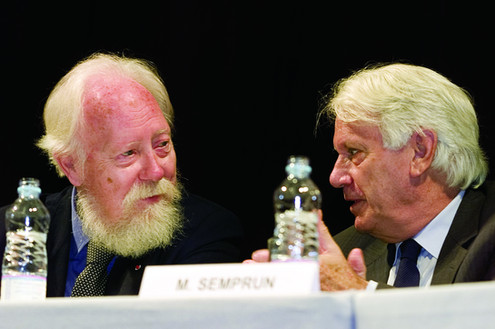 François Nourissier, en 1996, modifie le règlement pour que l'auteur de L'écriture ou la vie, ancien ministre de la culture espagnol soit élu à l'Académie ! Ici, en 1999 (Livre sur la Place)