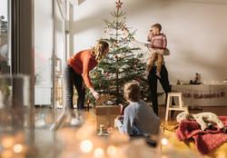Arbre de Noël en famille