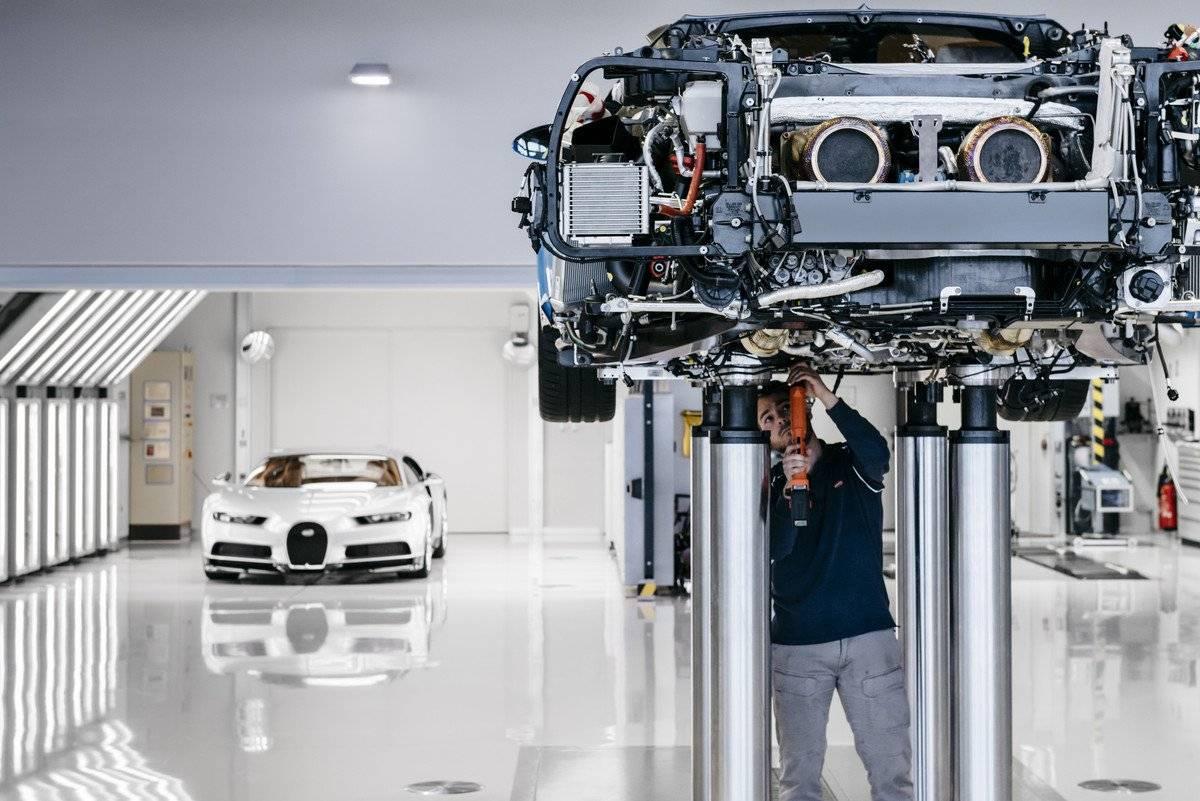 Fábrica em Molsheim não usa robôs, apenas artesões (Divulgação/Quatro Rodas)