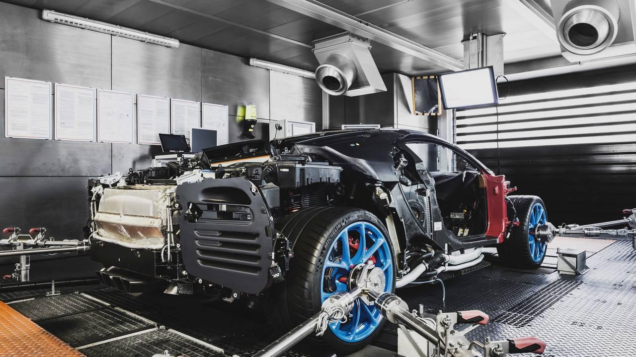 O dinamômetro mais poderoso do mundo roda tão rápido que gera eletricidade reaproveitada pela fábrica (divulgação/Bugatti)