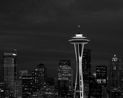 seattle-skyline-at-night-in-black-and-wh