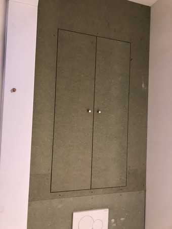 Uitbekleden van toilet ruimte