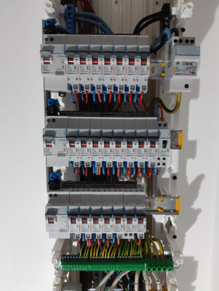 Tableau électrique (en cours de réalisation sur la photo)