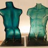 גב אישה וגבר - מוזיאון הזכוכית ערד - פסל זכוכית