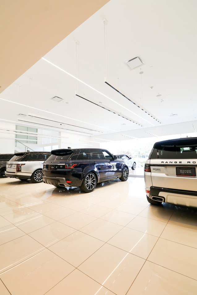 Decarie Motors Range Rover by BTC