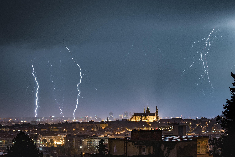 bouře v Praze