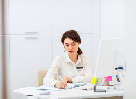 Como contratar uma secretária para sua clínica