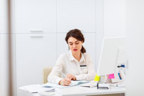 Como contratar uma secretária?