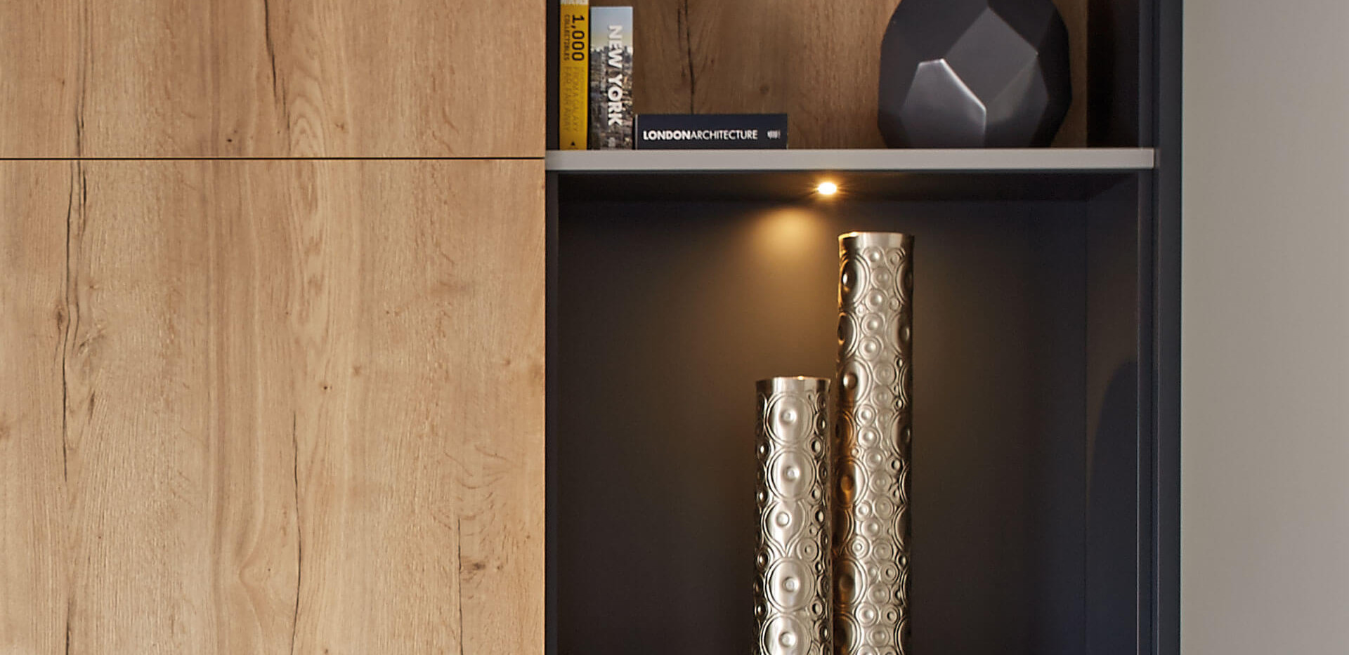 contemporary-lounge-integrated-lighting.