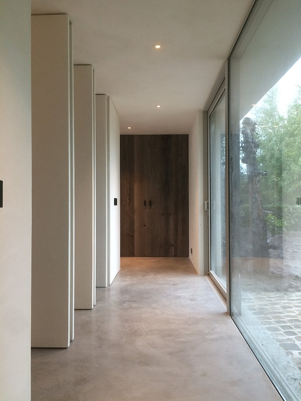 interieur design Neststeen / Trap / Vloer / Kalkpleister / Mortex / Tadelakt / Beton Cire / Pastellone hal vloeren schilderwerken