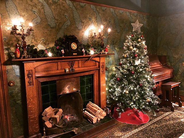 2020 Christmas:Peacock Dining Room