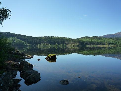 mirror image loch garry blue sky woodlands silent sun shine