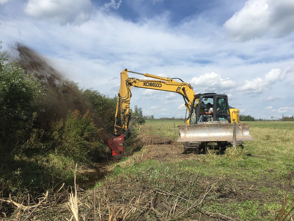 Martin Drainage using their Ditch Doctor Attachment on their Kobelco Bladerunner Excavator