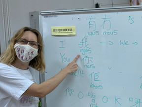 Non-native Chinese speakers can teach Chinese too.