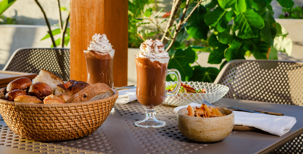 cafe%20chocolate%20quente_edited.jpg