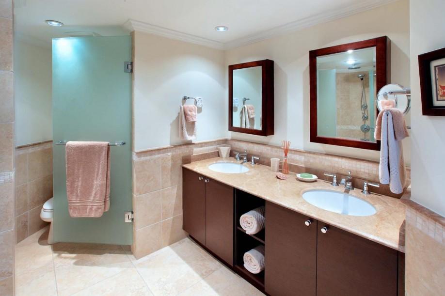 BB490 Master Bathroom