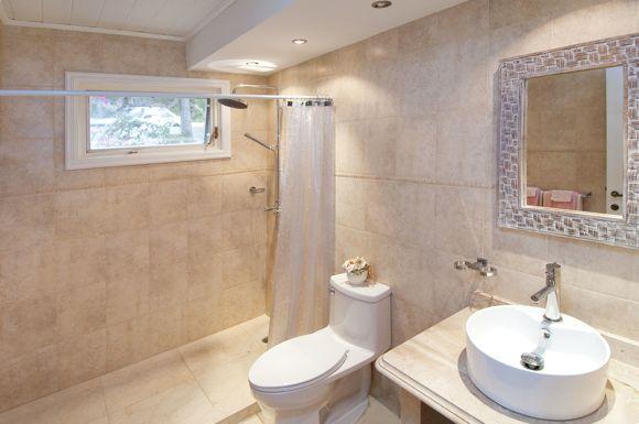 SM328 Bathroom