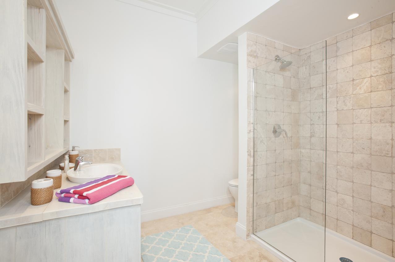 BH403 Master Bathroom