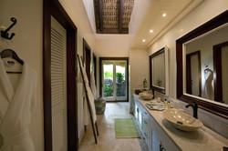 DR300 Colonial Suite