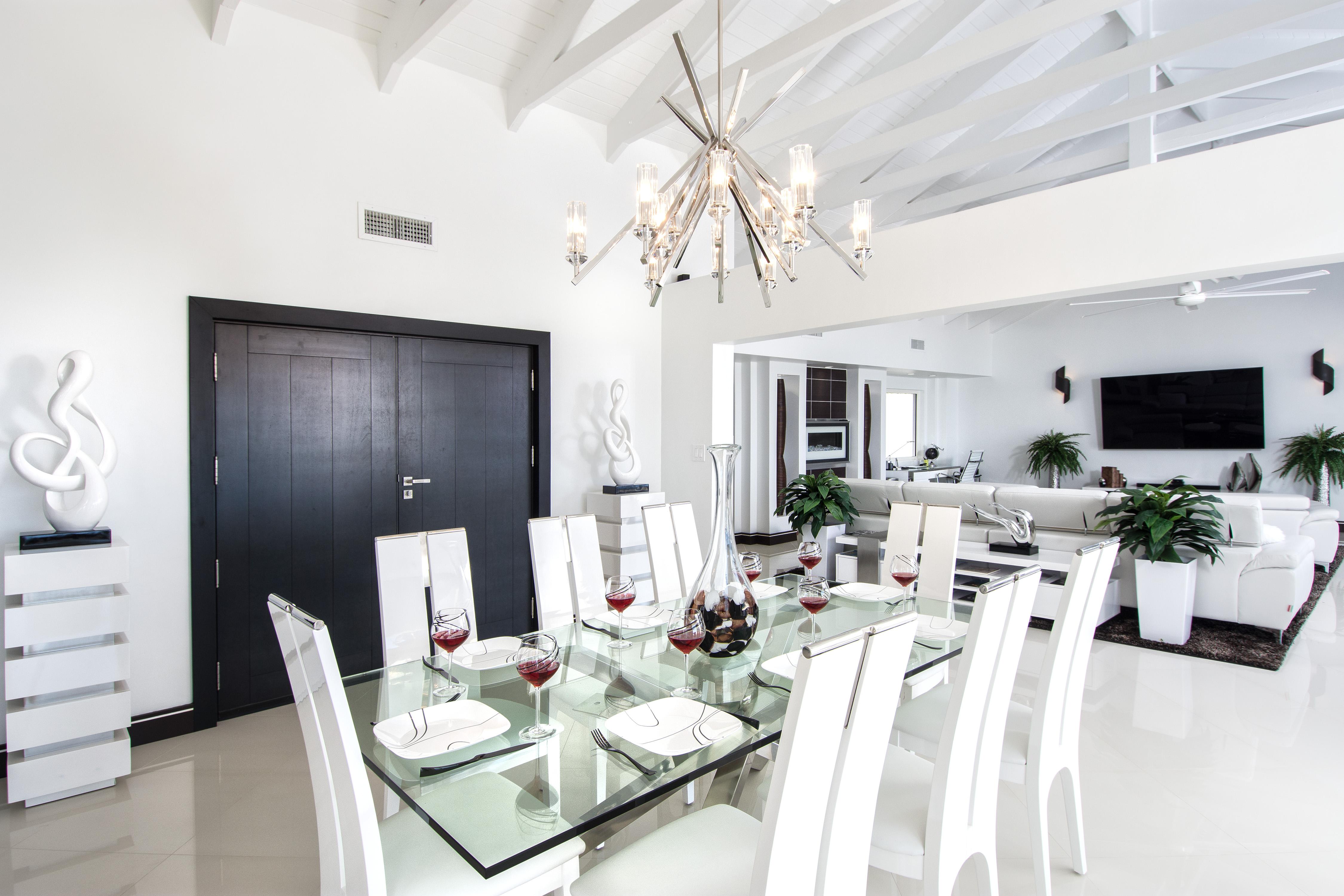 SM101 Dining/Living Areas