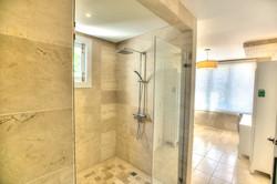 DR305 Bathroom