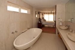 BB512 Bathroom