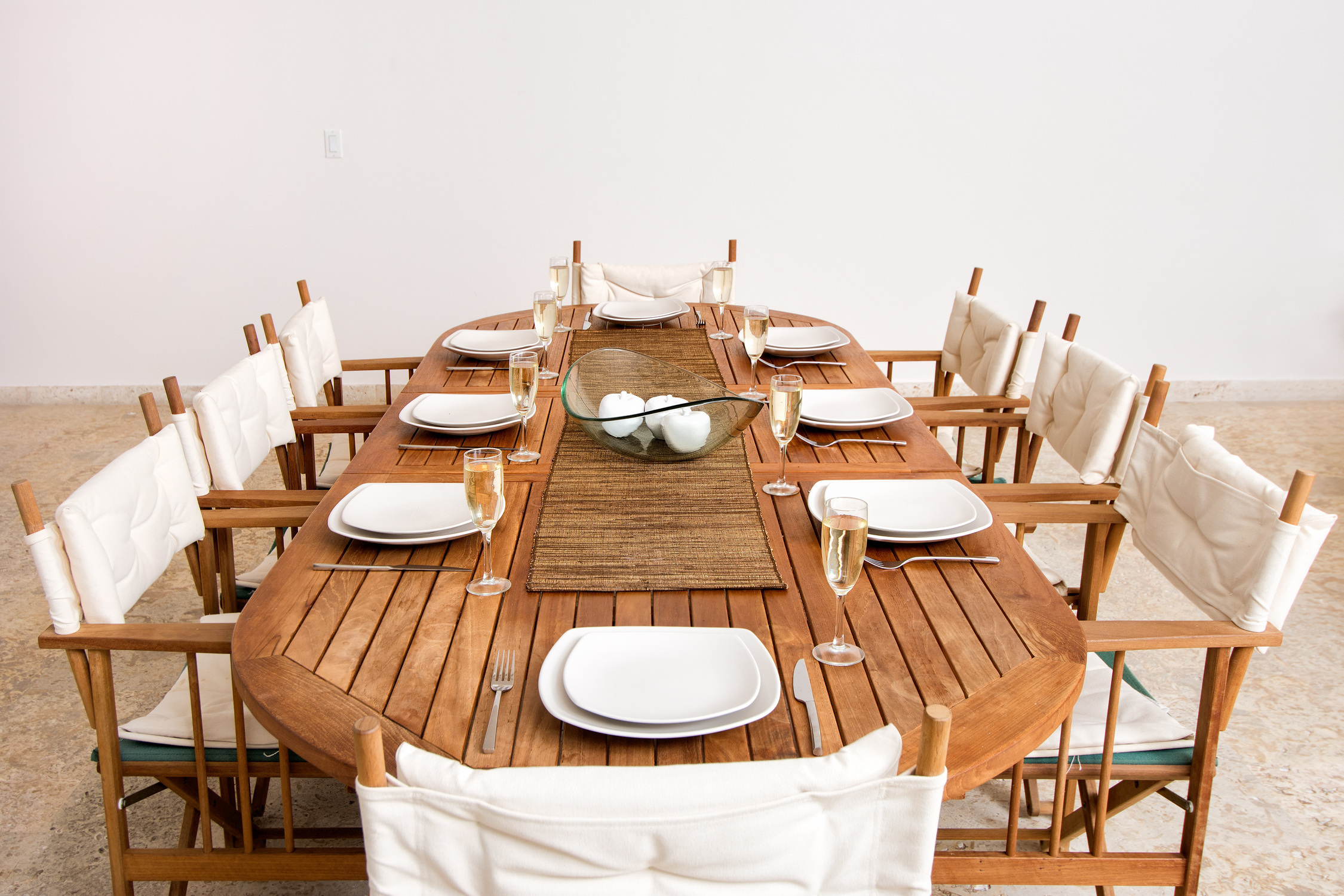 SM404 Dining Table Seats 6-8