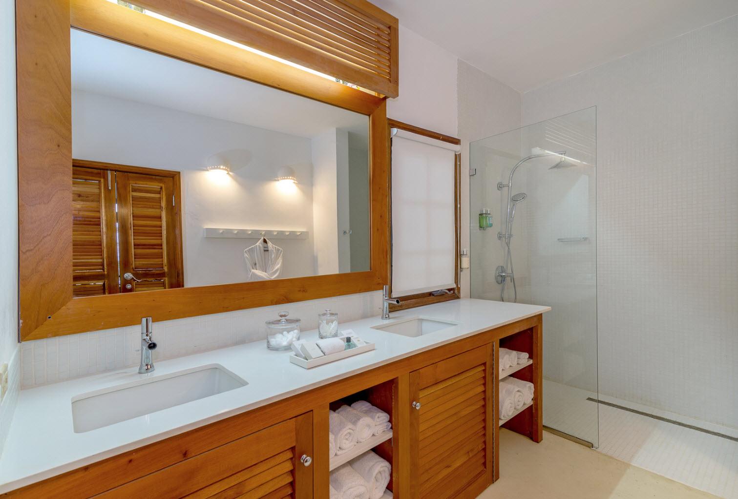 JM256 Master Bathroom
