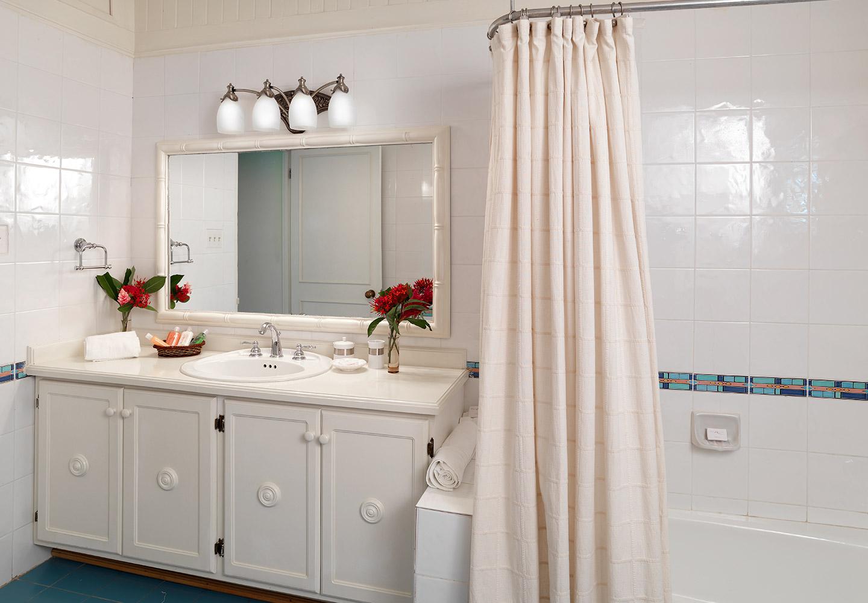 JM236 Cottage Bathroom