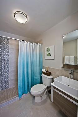 PR212 Master Bathroom