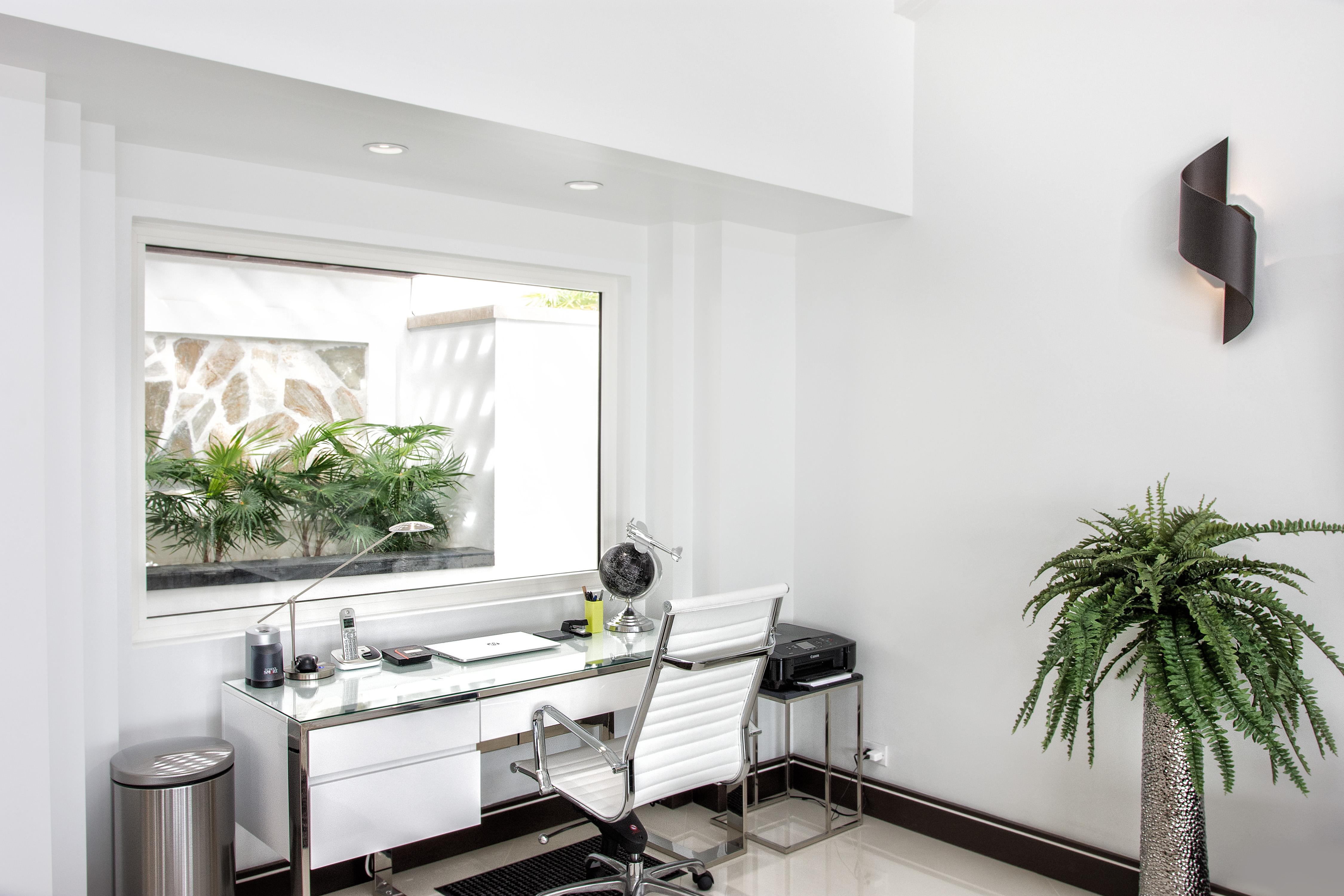 SM101 Living Area Desk