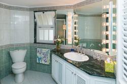 BB524 Guest Bathroom
