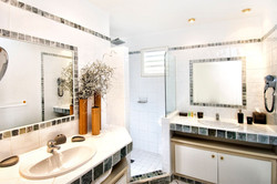 SM334 Shared Guest Bathroom