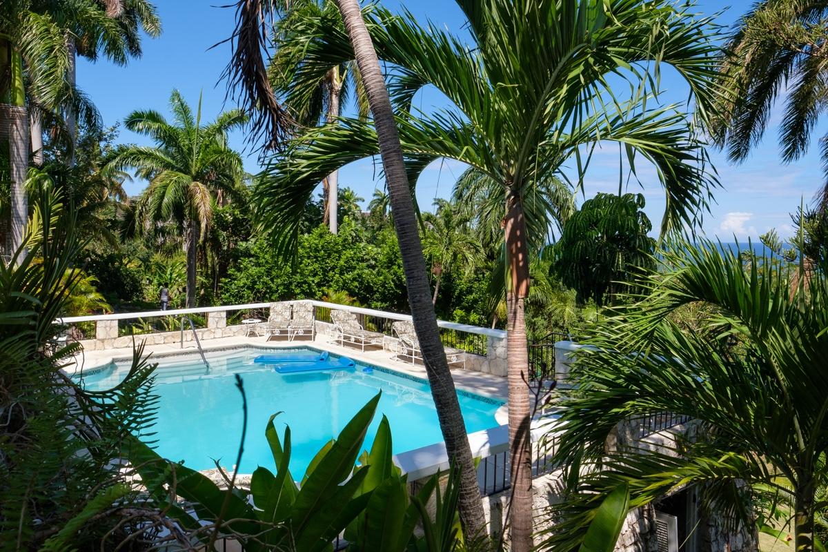 JM149 Private Swimming Pool