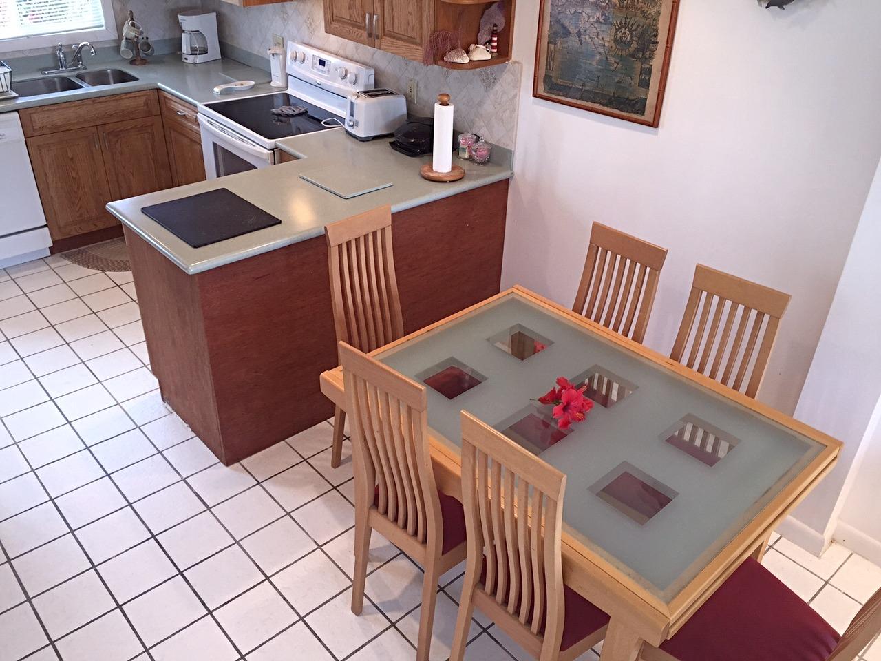 BH401 Kitchen + Dining Area