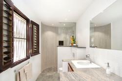 SM310 Bathroom 1