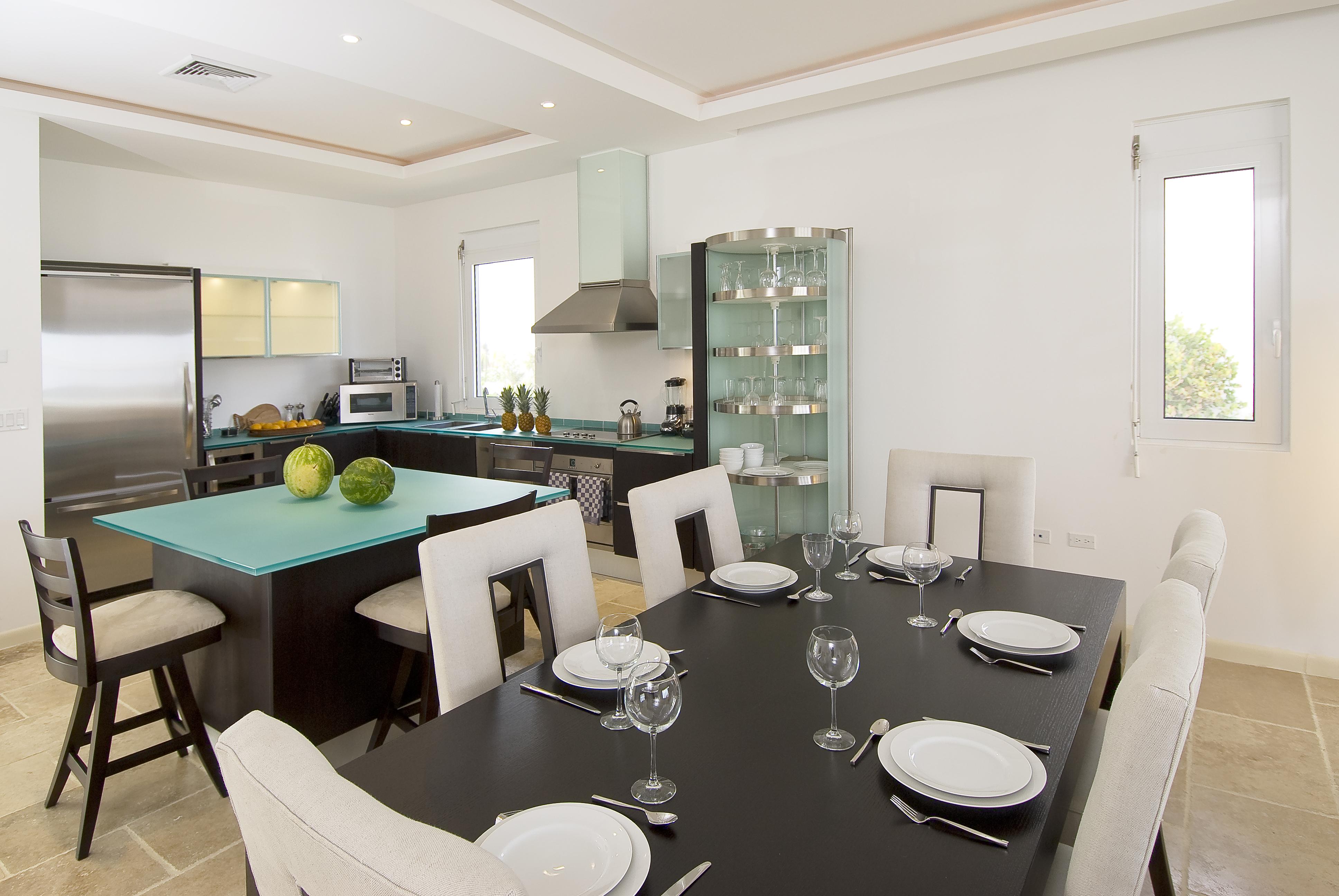 SM388 Beachfront Villa Dining Area
