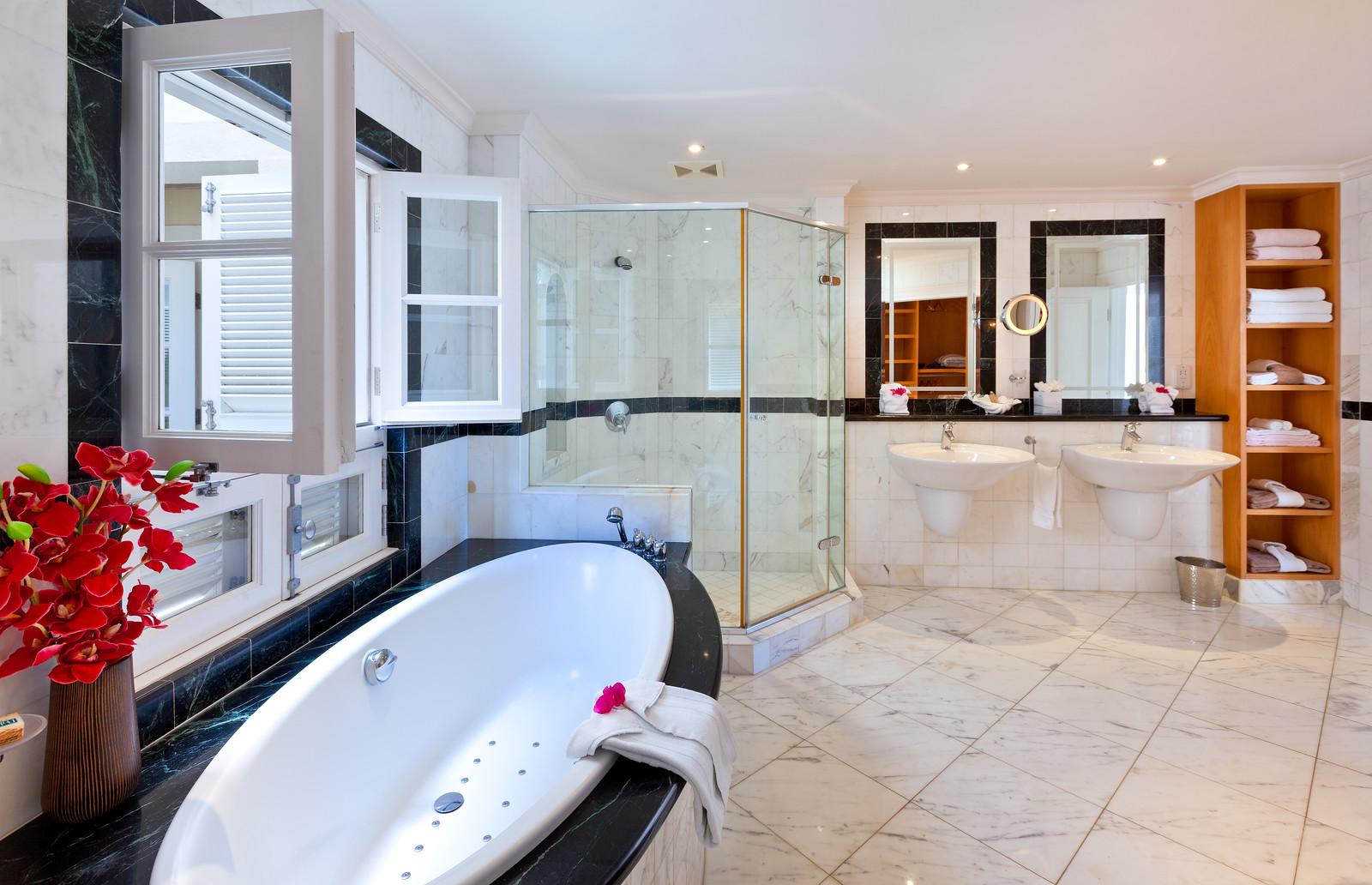 BB518 Master Bathroom