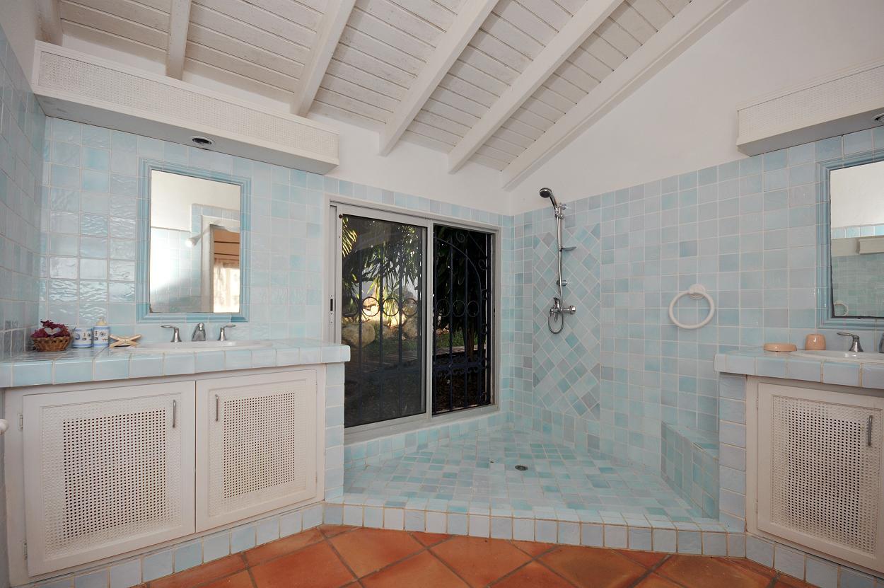 SM405 Bathroom