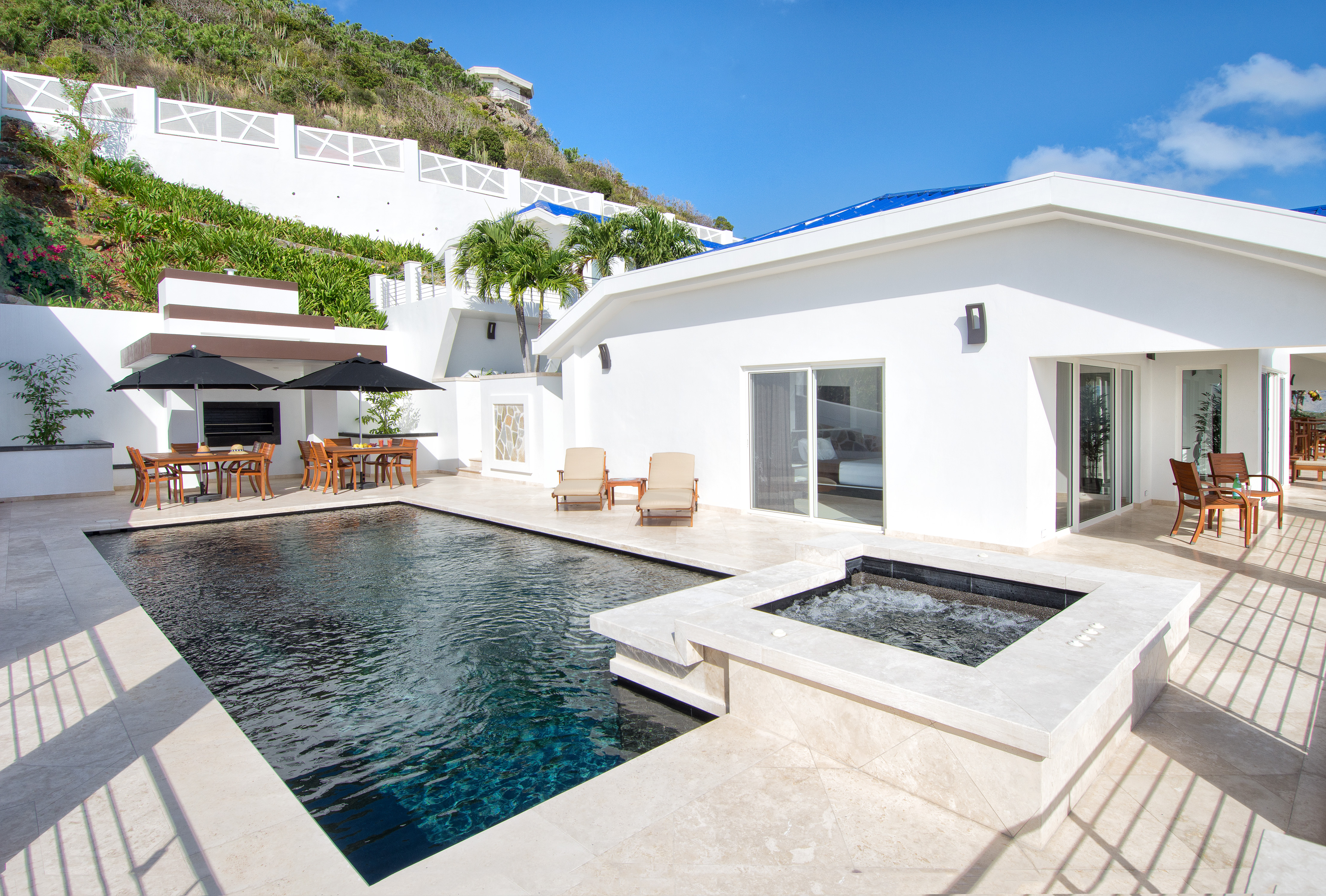 SM101 Private Pool + Jacuzzi