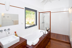 SM400 Bathroom1