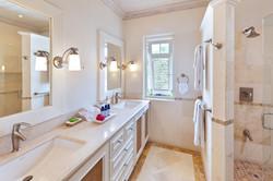 BB329 Bathroom 2