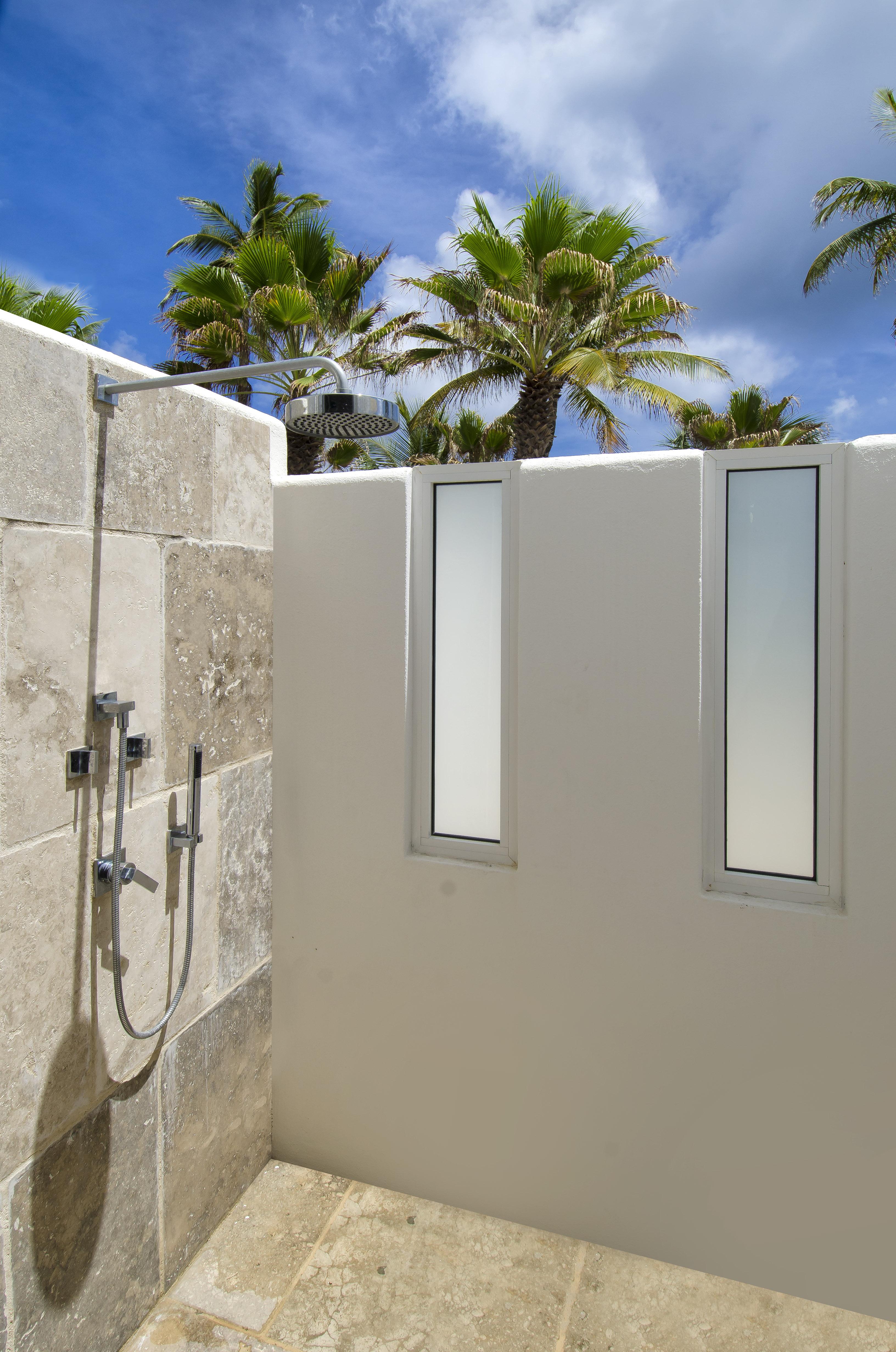 SM395 Outdoor Shower