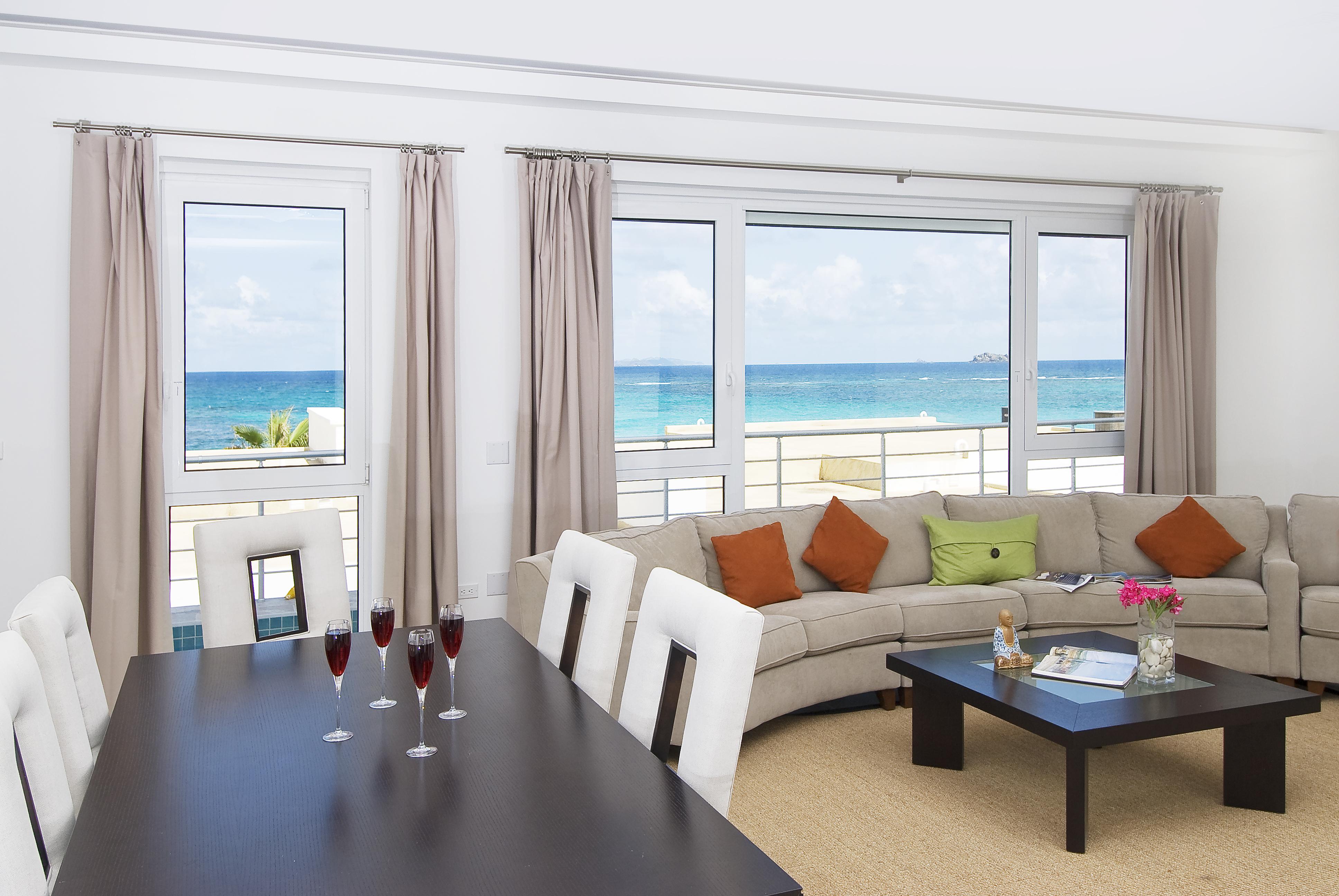 SM388 Beachview Villa Living/Dining