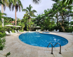 Shared Swimming Pool and Jacuzzi