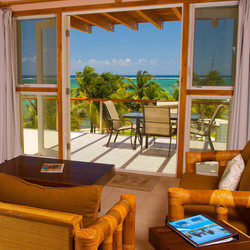 BL105 Living Room+Balcony+View